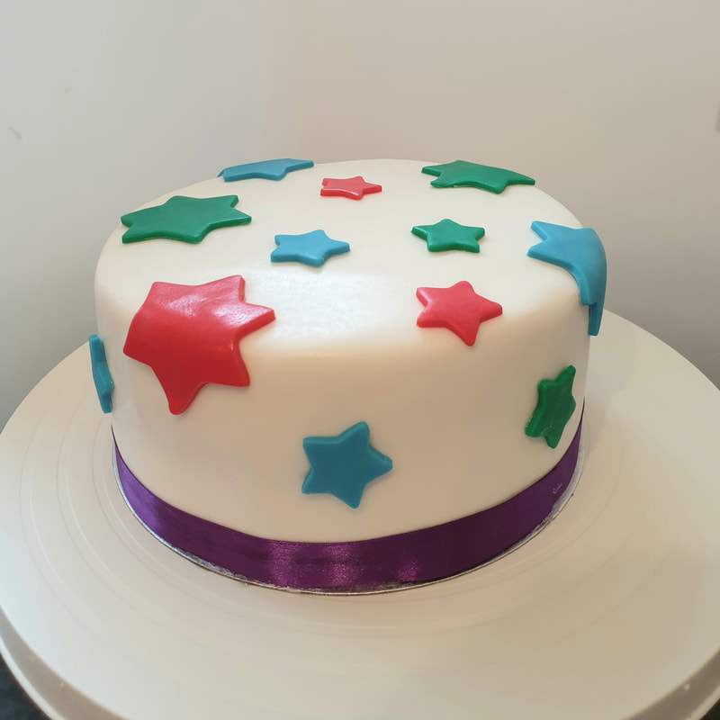 Hayley's Cupcakes in Henley on Thames 9 inch star cake