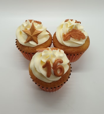 Hayley's Cupcakes in Henley on Thames Sugar Paste Topper rose gold